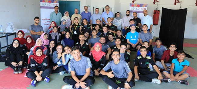 ضمن فعاليات رعاية المواهب .. مدير مكتب غزة في مؤسسة التعاون يزور طلاب برنامج بريدج فلسطين 2017م